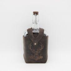 """Бутылка """"Малек в кожаном чехле с тиснением Олень"""" 0.75 л. Стеклянная бутыль для вина 750 мл"""